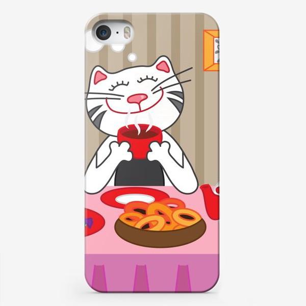 Чехол iPhone «Кот пьёт чай»