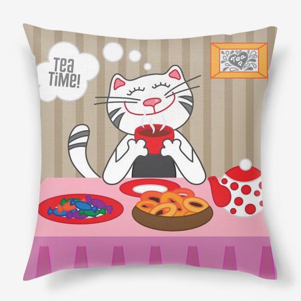 Подушка «Кот пьёт чай»