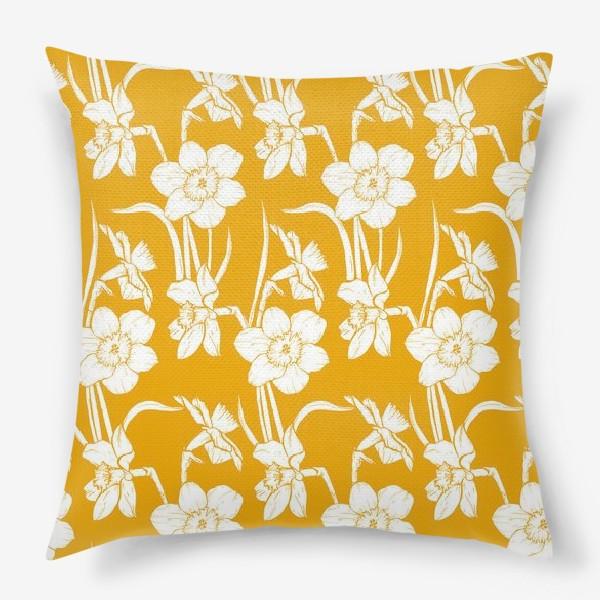Подушка «Нарциссы на желтом фоне»