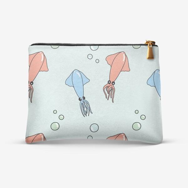 Косметичка «Паттерн с кальмарами из океана на голубом»