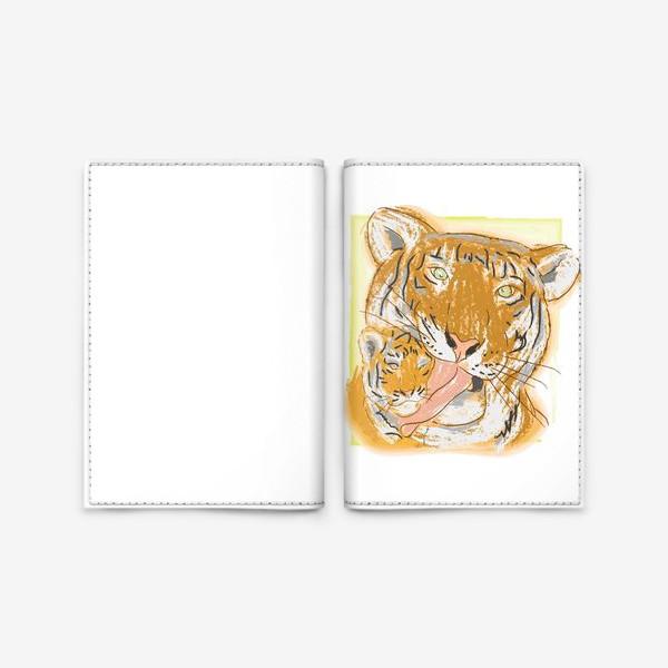 Обложка для паспорта «Утренние умывашки. Мама тигрица и тигренок»