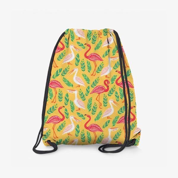 Рюкзак «Пеликаны, фламинго, тропические листья на желтом фоне. »