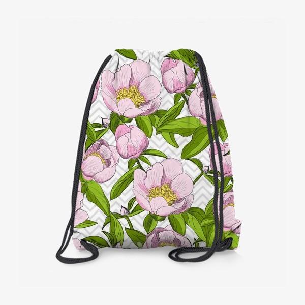 """Рюкзак «Розовые пионы с листьями на фоне """"зигзаг""""»"""