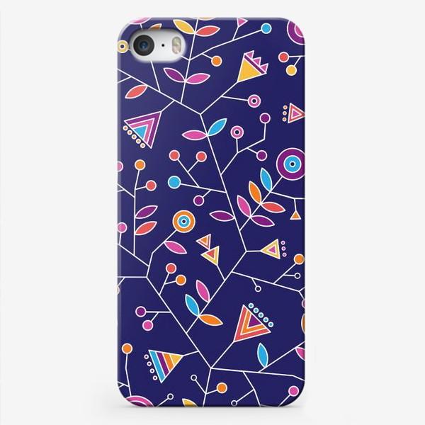 Чехол iPhone «Стилизованные радужные цветы на фиолетовом фоне»