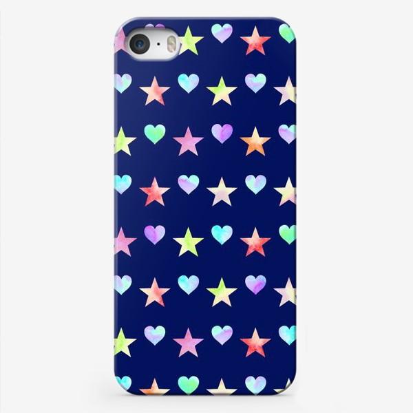 Чехол iPhone «Праздничный паттерн из звезд и сердец»