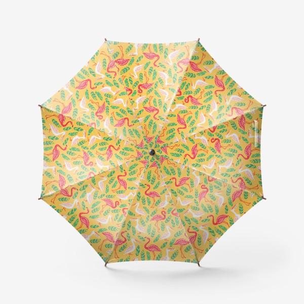 Зонт «Пеликаны, фламинго, тропические листья на желтом фоне. »