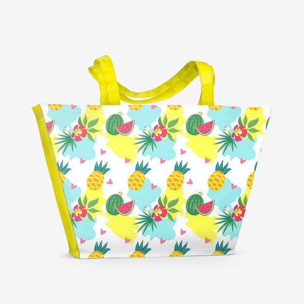 Пляжная сумка «Тропический фон, цветы и фрукты. Бесшовный паттерн»