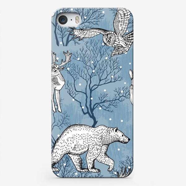 Чехол iPhone «Зимний паттерн с лесными зверями»
