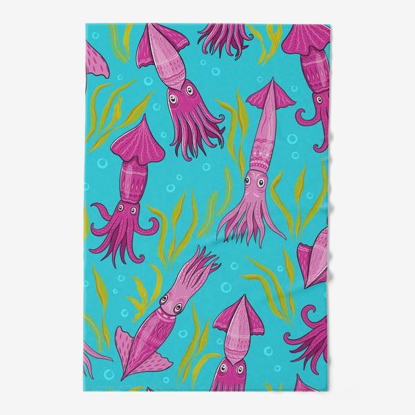 Полотенце «Сиренево-розовые кальмары с орнаментом на фоне моря. Кальмаро-паттерн.»