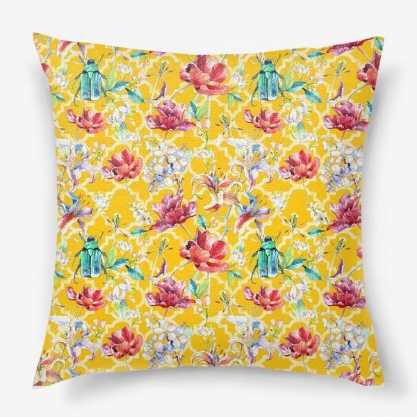 Подушка «Цветочный паттерн на желтом фоне»