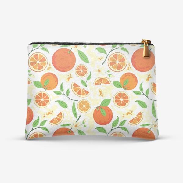 Косметичка «Сочные оранжевые апельсины с листьями, паттерн»