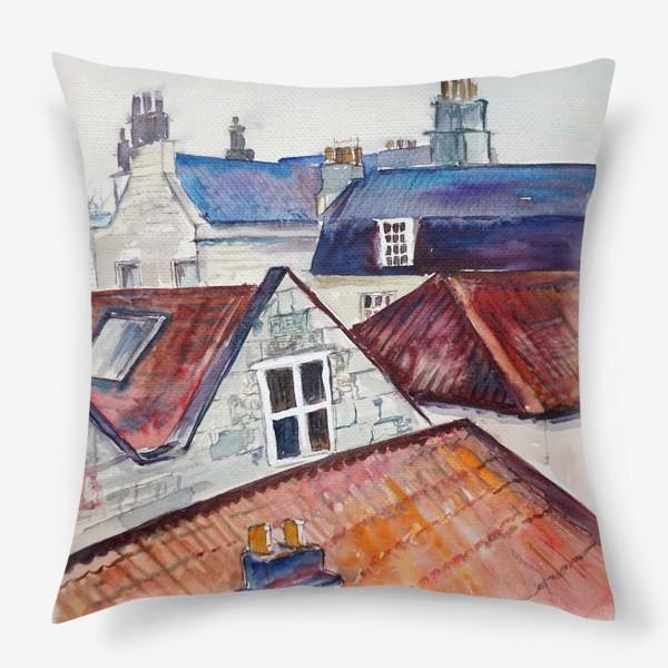 Подушка «Акварельное изображение крыш домов, старая черепица и дымоходы»