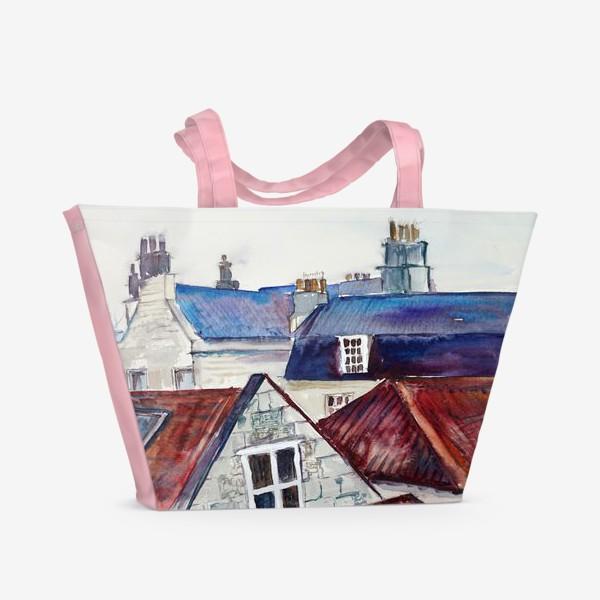 Пляжная сумка «Акварельное изображение крыш домов, старая черепица и дымоходы»