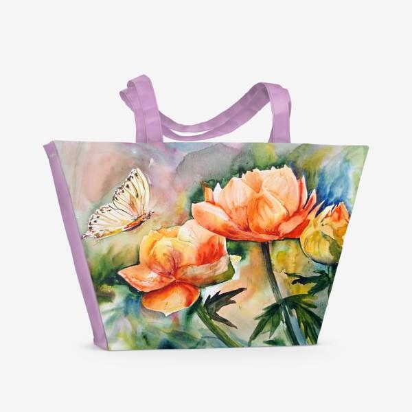 Пляжная сумка «Акварельный яркий пейзаж из желто-оранжевых цветов и бабочки на размытом фоне»