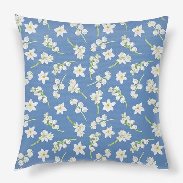 Подушка «Орнамент с весенними цветами на синем фоне»