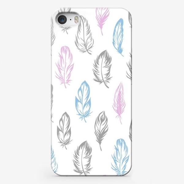 Чехол iPhone «Серые, голубые, розовые перышки на белом бесшовный паттерн»