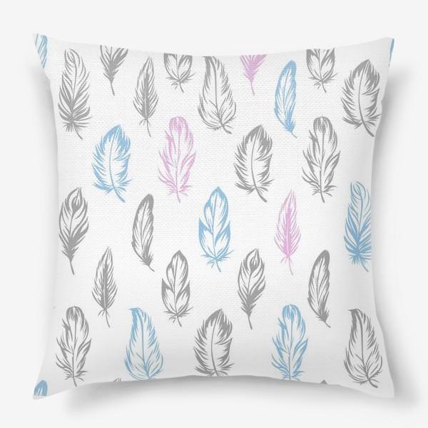 Подушка «Серые, голубые, розовые перышки на белом бесшовный паттерн»