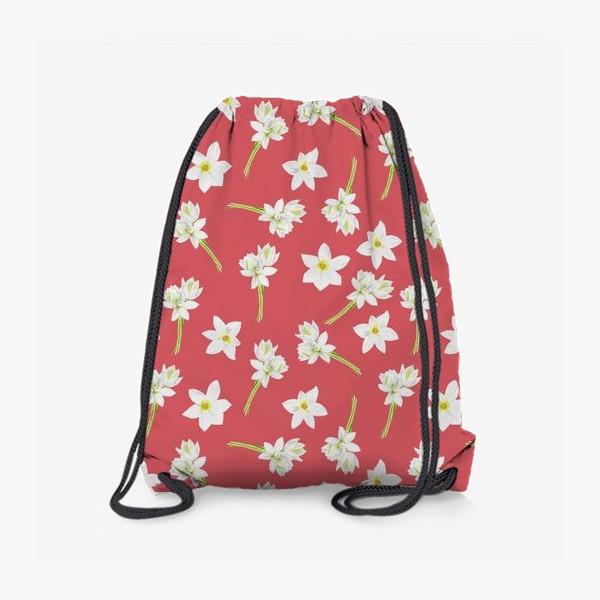 Рюкзак «Паттерн с нарциссами на красном фоне»