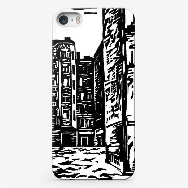 Чехол iPhone «Московский дворик»