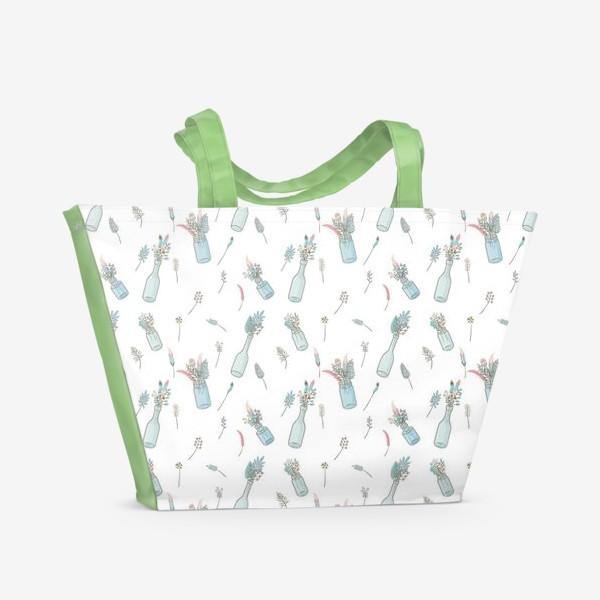 Пляжная сумка «Паттерн с букетами полевых цветов»