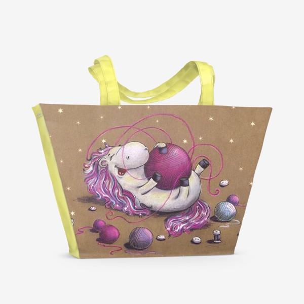 Пляжная сумка «Единорог играет с клубком»