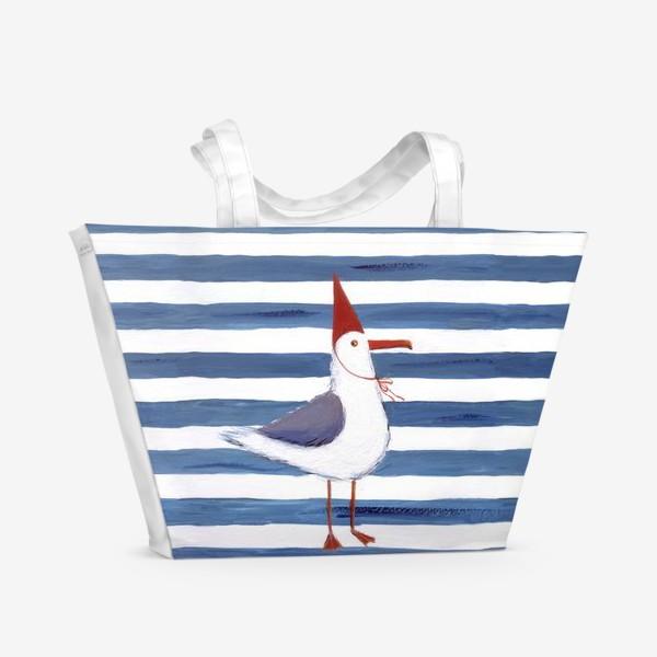 Пляжная сумка «Чайка на полосатом фоне в красном колпаке.»