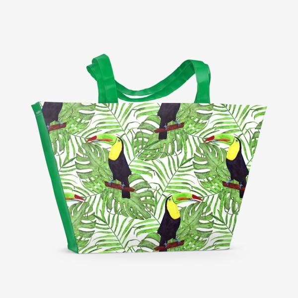 Пляжная сумка «акварельный тропический паттерн с туканом и листьми пальмы и монстеры»