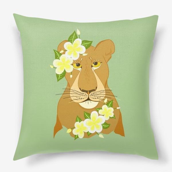 Подушка «Львица с цветами франжипани»