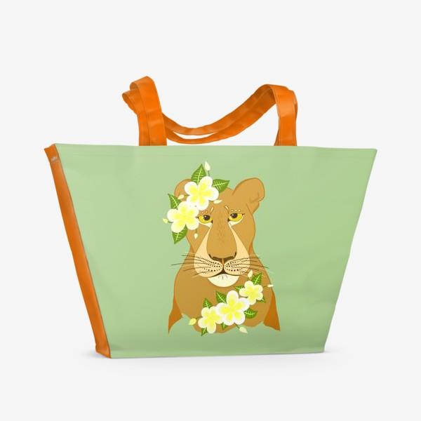 Пляжная сумка «Львица с цветами франжипани»