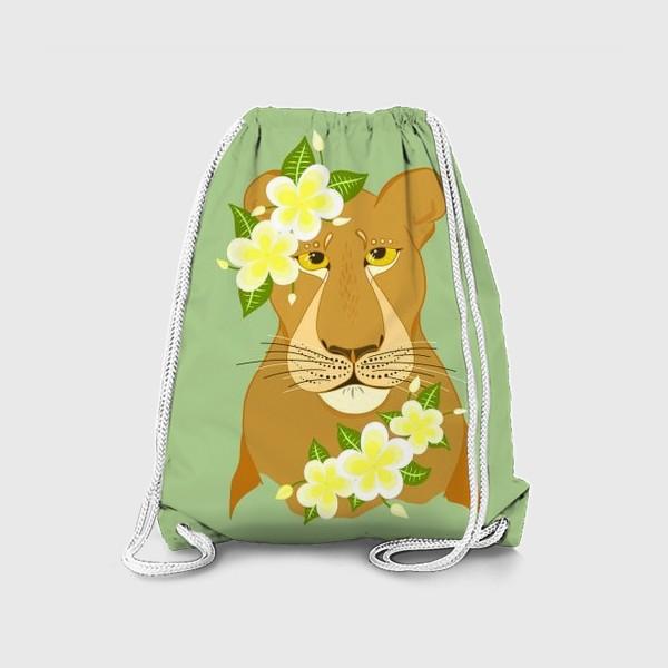 Рюкзак «Львица с цветами франжипани»