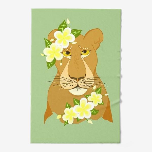 Полотенце «Львица с цветами франжипани»