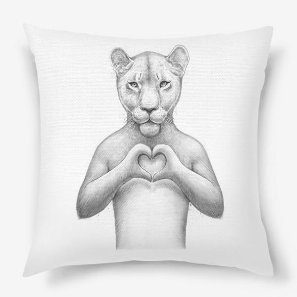Подушка «Львица с сердцем»