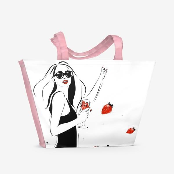 Пляжная сумка «Девушка с клубникой фешниллюстрация »