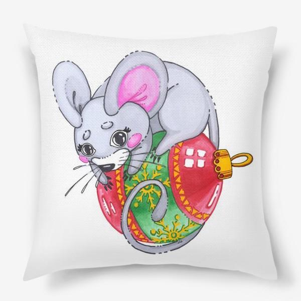 Подушка «Мышка на елочной игрушке»
