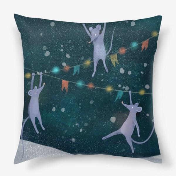 Подушка «Новогодние мышата раскачиваются на гирлянде»