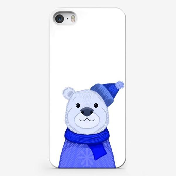 Чехол iPhone «Медведь в шапке и свитере»