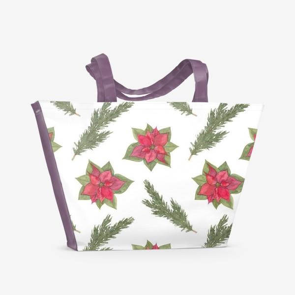 Пляжная сумка «Пуансеттия (рождественская звезда), красный зимний цветок и ветки новогодней ели. Акварельный паттерн на белом фоне»