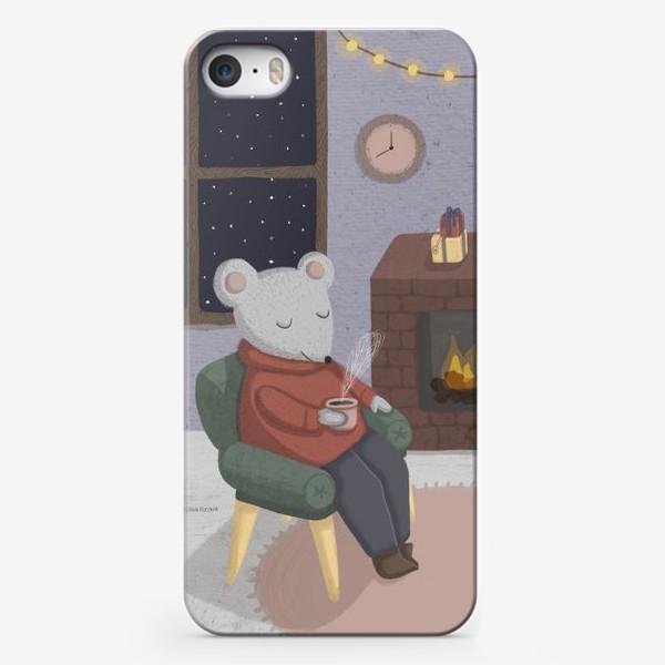 Чехол iPhone «Новогодняя мышка в уютной комнате»