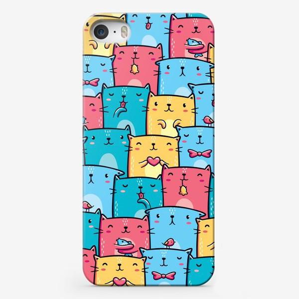 Чехол iPhone «Паттерн Разноцветные Кавайные Котята»