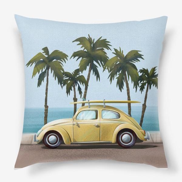 Подушка «Желтый ретро автомобиль на фоне моря»