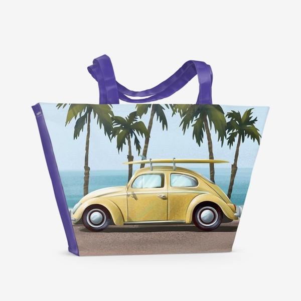 Пляжная сумка «Желтый ретро автомобиль на фоне моря»