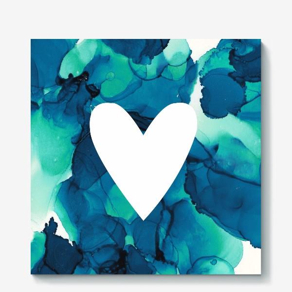 Холст «Белое сердце на фоне голубых разводов»