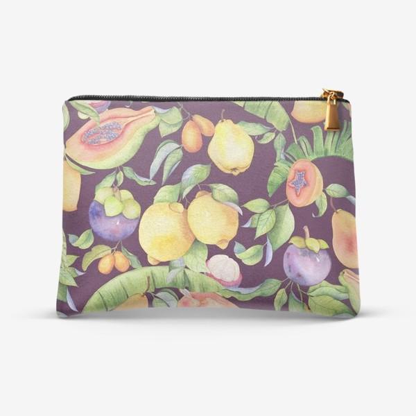 Косметичка «Сочные тропические фрукты и цветы на фиолетовом: манго, лимоны, груши и папайа. Экзотические фрукты. Акварель»