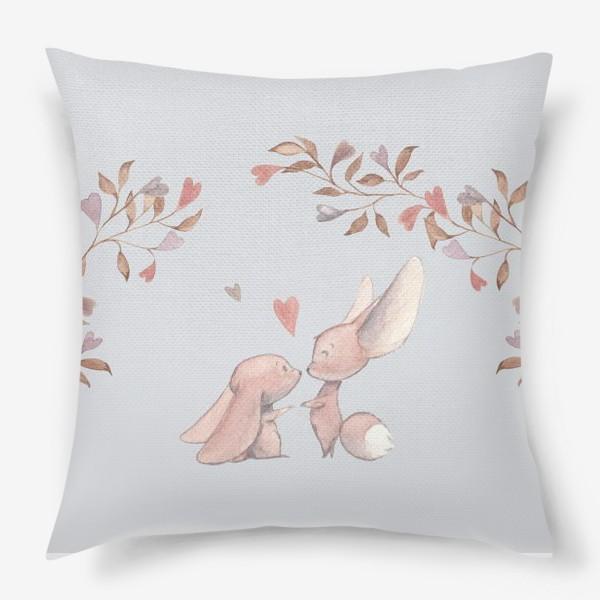 Подушка «Влюбленная пара под аркой из цветов»