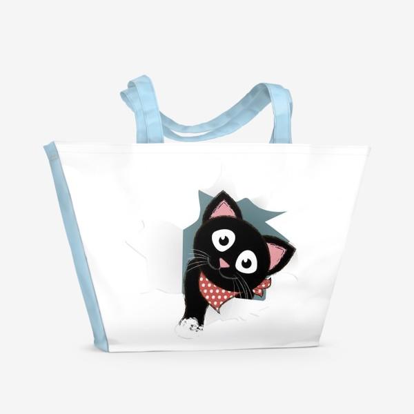 Пляжная сумка «Мультяшный черный котенок выглядывает из разорванной бумаги»