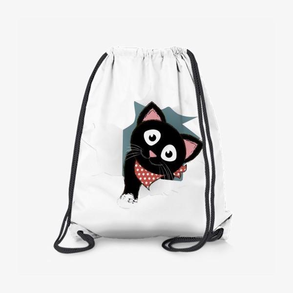 Рюкзак «Мультяшный черный котенок выглядывает из разорванной бумаги»