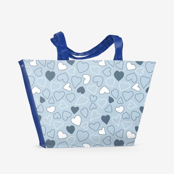 Пляжная сумка «Сердечки на голубом фоне,»
