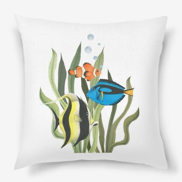 Подушка «Океанические рыбки в водорослях»