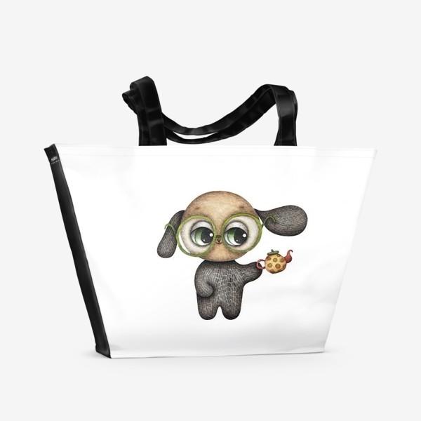 Пляжная сумка «Щенок в очках с чайником в лапке»