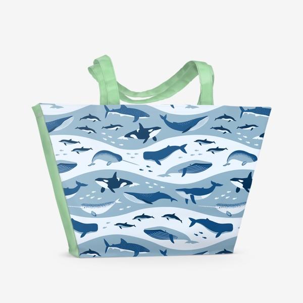 Пляжная сумка «Киты в волнах»